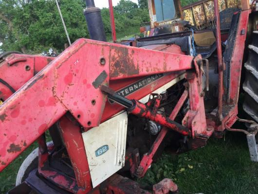 International 475 Tractor with Front Loader £2950 plus vat £3540
