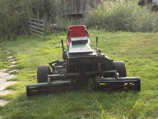 Ransomes triple mower 180 £750