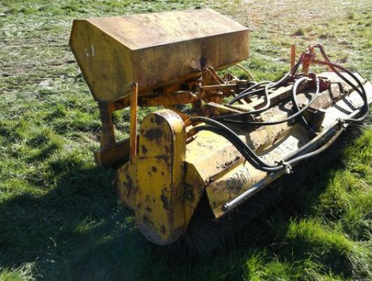 JCB hydraulic drive road brush