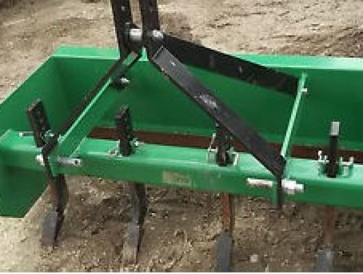 Tractor mounted levelling box