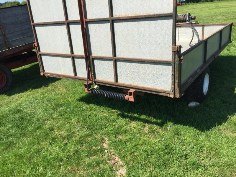 Low level trailer with hydraulic winch £700