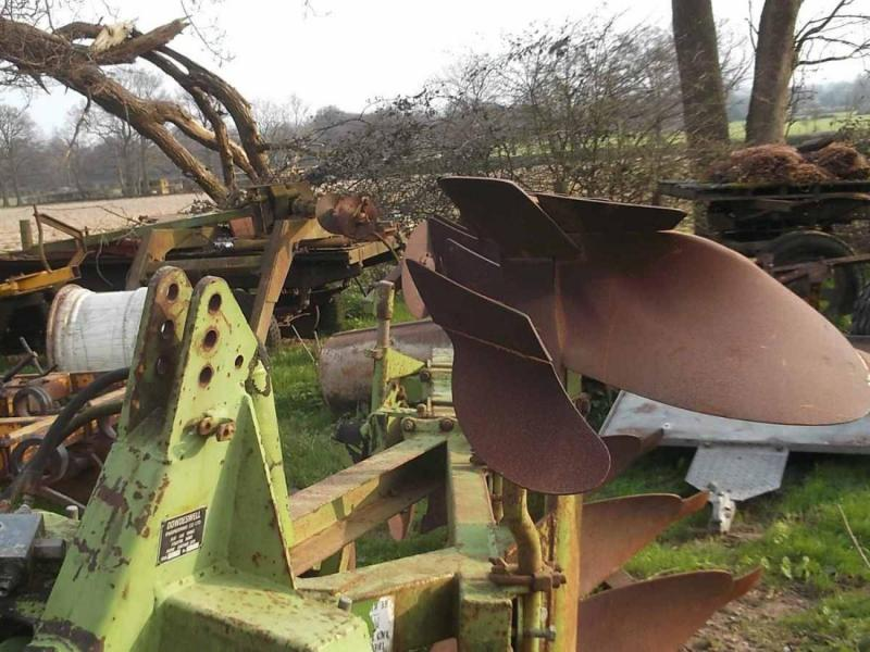 Dowdswell DP8A 4 Furrow reversible plough