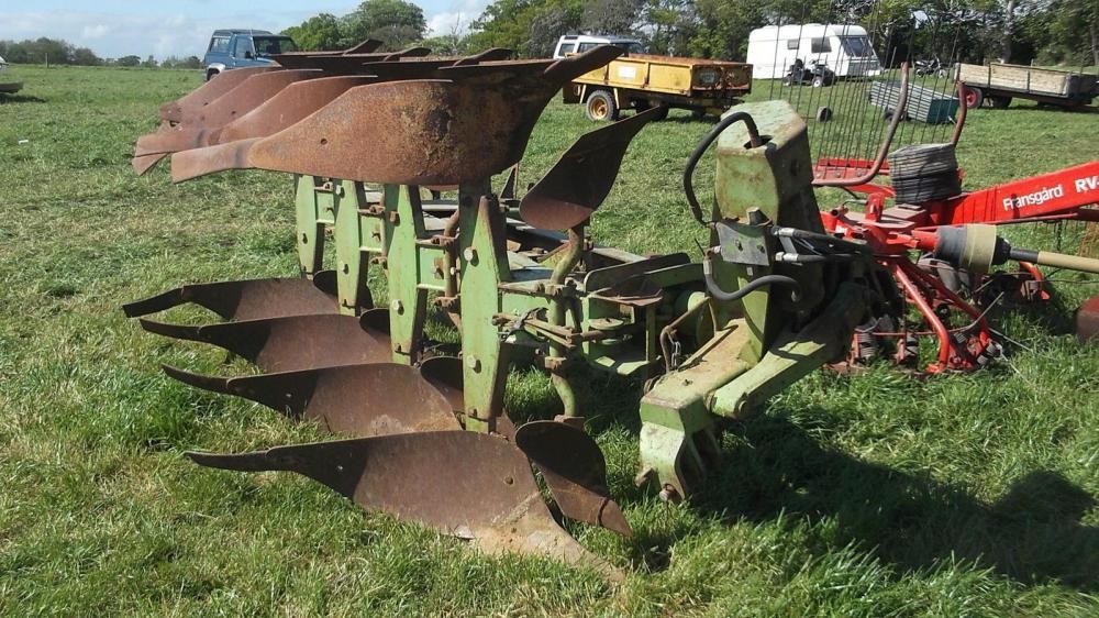 Dowdswell 4 furrow reversible plough DP7D