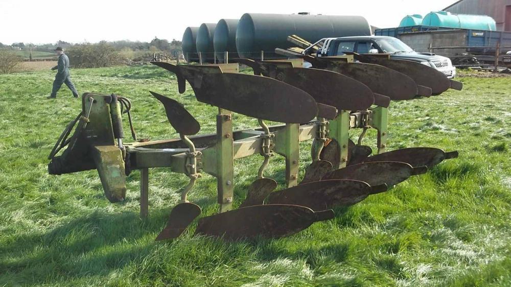 Dowdswell DP8B 4 Furrow reversible plough