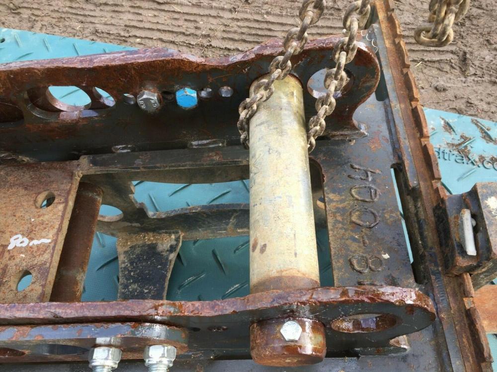 Excavator Pallet Forks Dromone on 80 mm pins £900 plus vat £1080