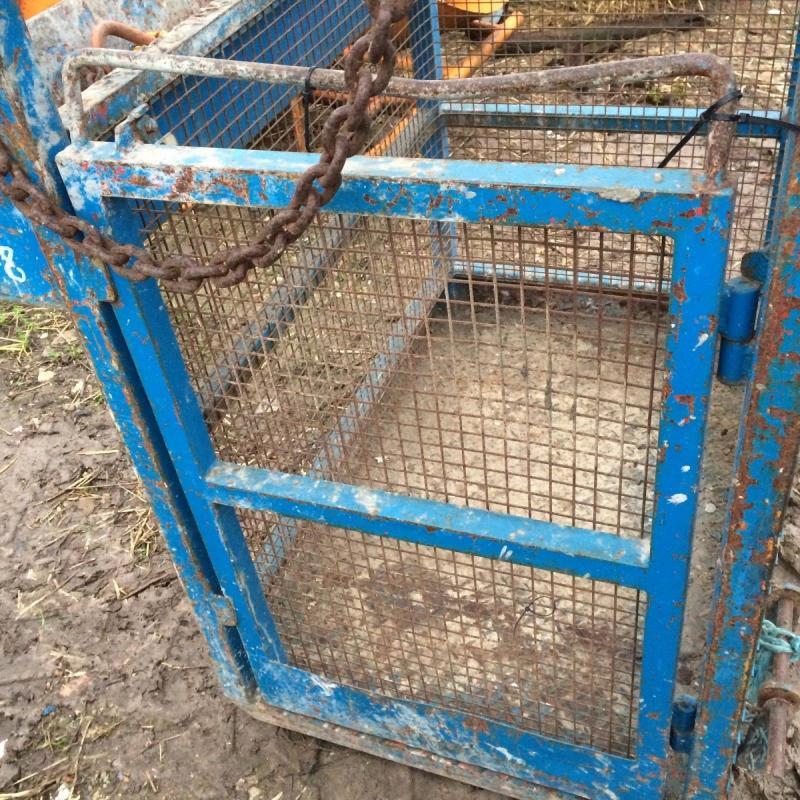 Working platform cage - suspend - fork lift £400 plus vat £480