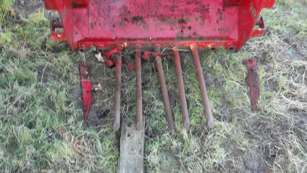 Massey Fergusson Farmhand front dung fork