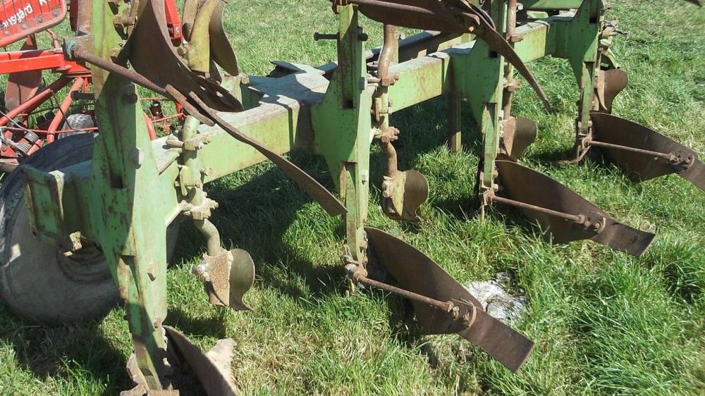 Dowdswell 4 furrow reversible plough DP7D £1150 plus vat £1380