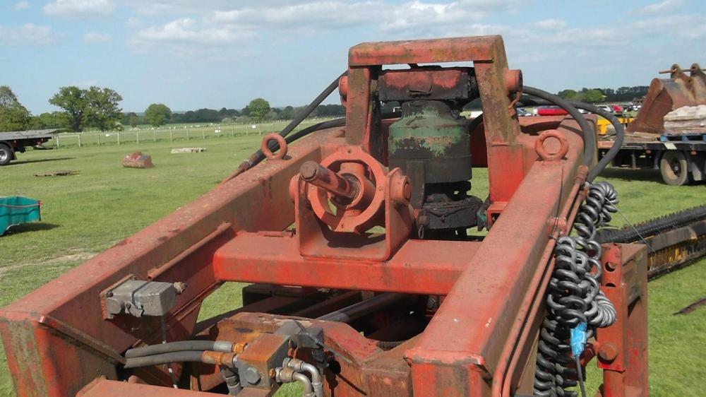 Brick clamp with rotator £300 plus vat £360
