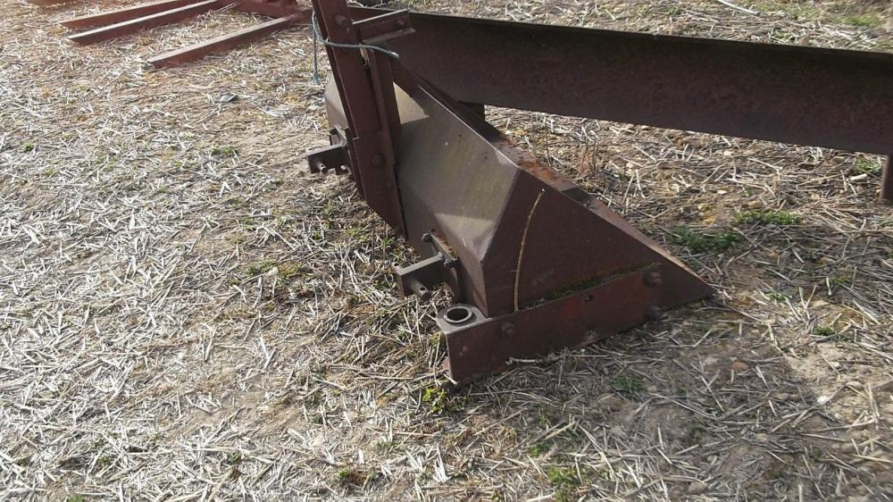 Scraper blade and bucket