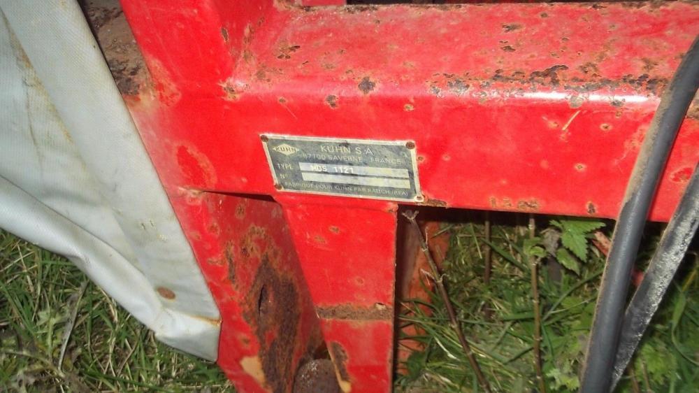 Kuhn 1121 twin disc fertiliser spreader £550 plus vat £660