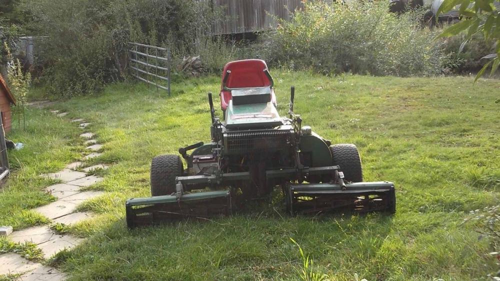 Ransomes triple mower 180 £750
