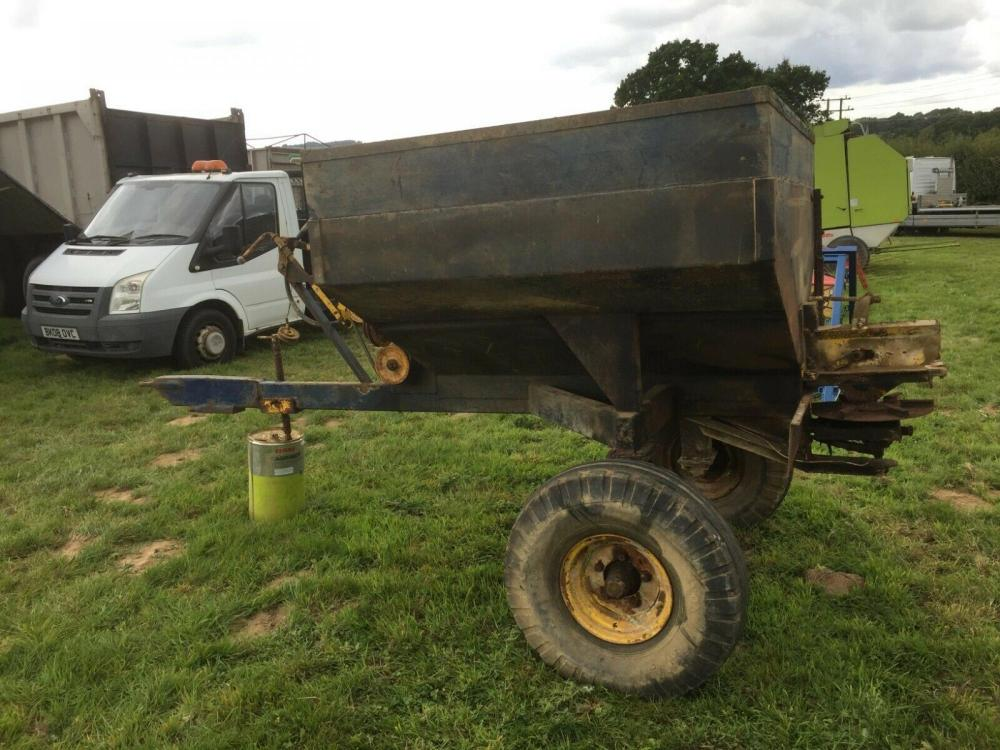 Fertiliser Spreader Trailed Hargreaves £380 plus vat £456
