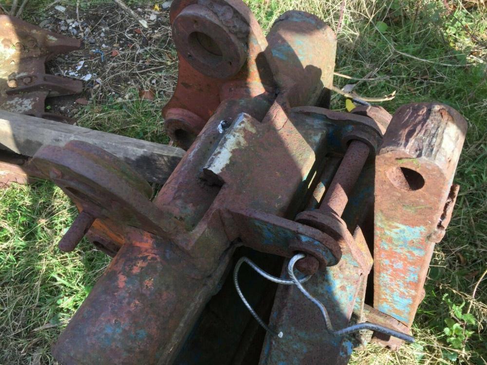 Excavator Grapple 45 mm pins £375 - Gatwick