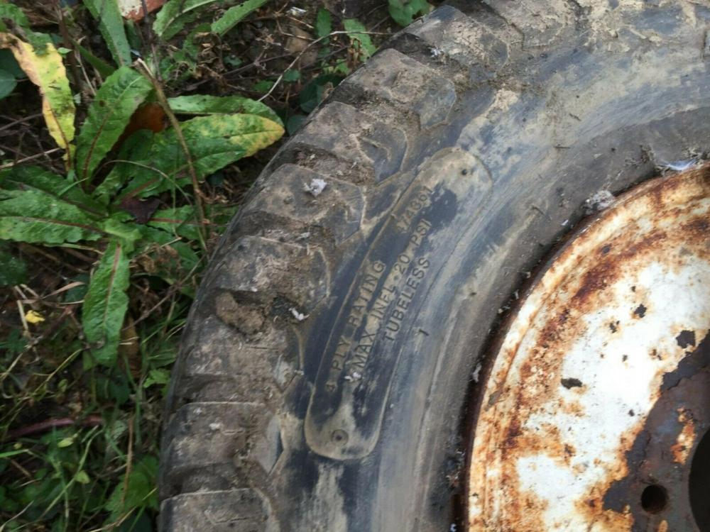 Goldini Tractor Tyre and Wheel £80