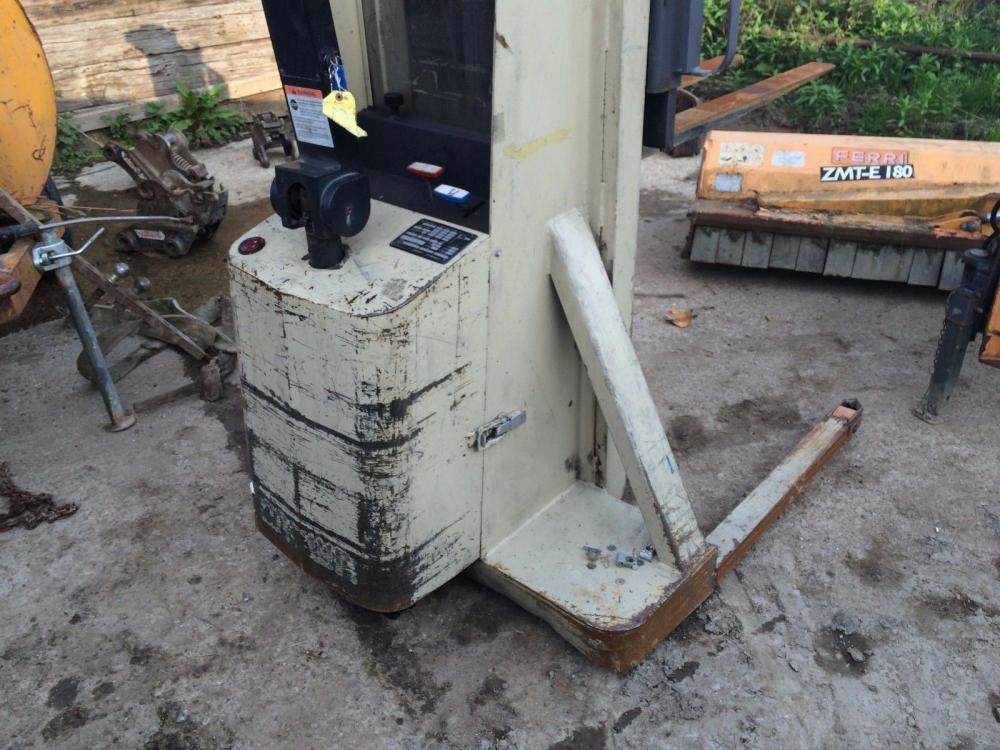Crown Fork Lift 1 ton £1000 plus vat £1200