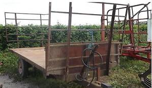 two wheel tipping trailer with bale extension