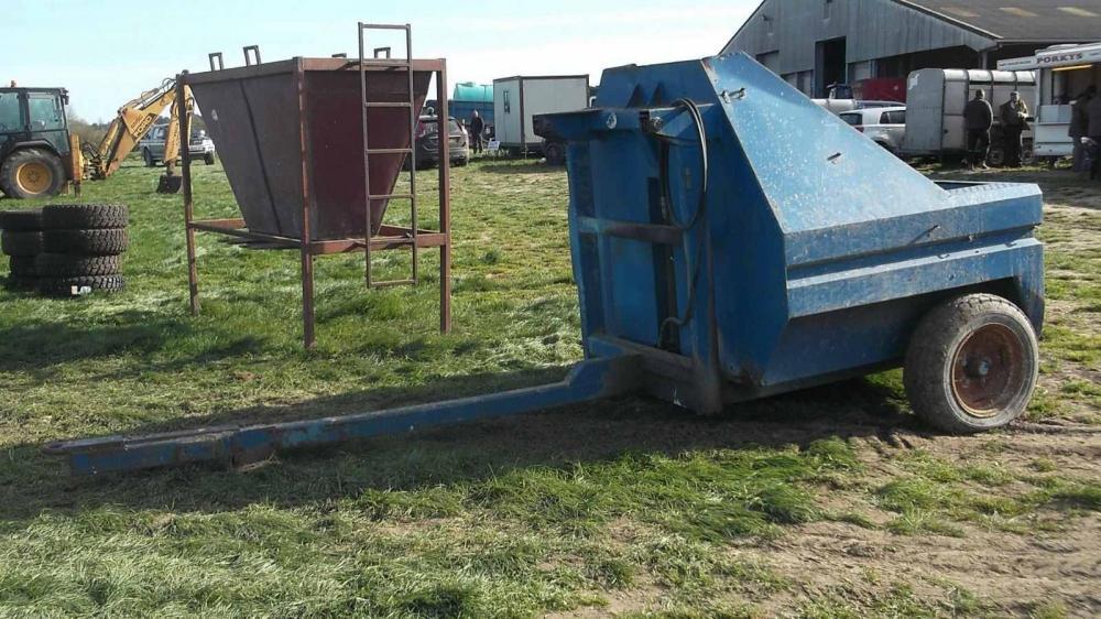 Fertliser hopper trailer