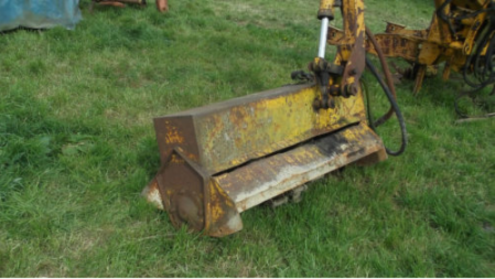 Bomford B258 axle mounted hedgetrimmer