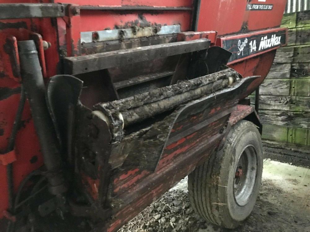 Hi Spec Feeder Wagon Super 14 breaking - side discharger £400 plus vat £480