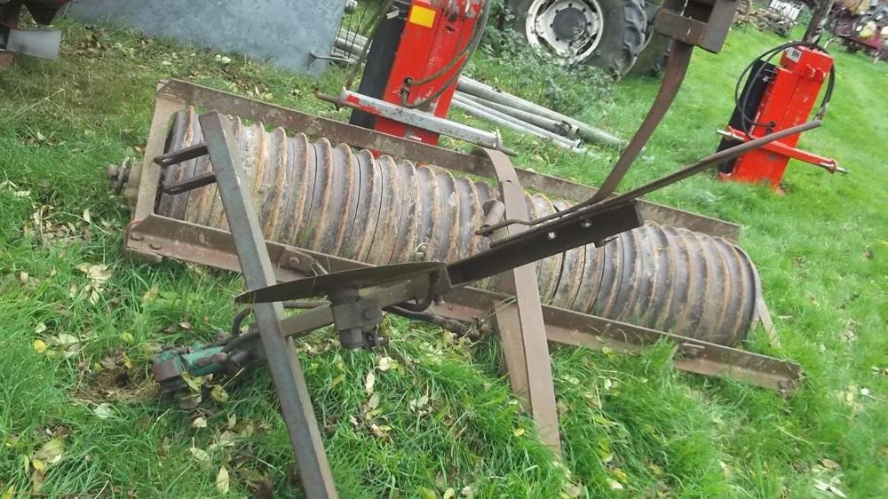Tractor mounted cable layer £300