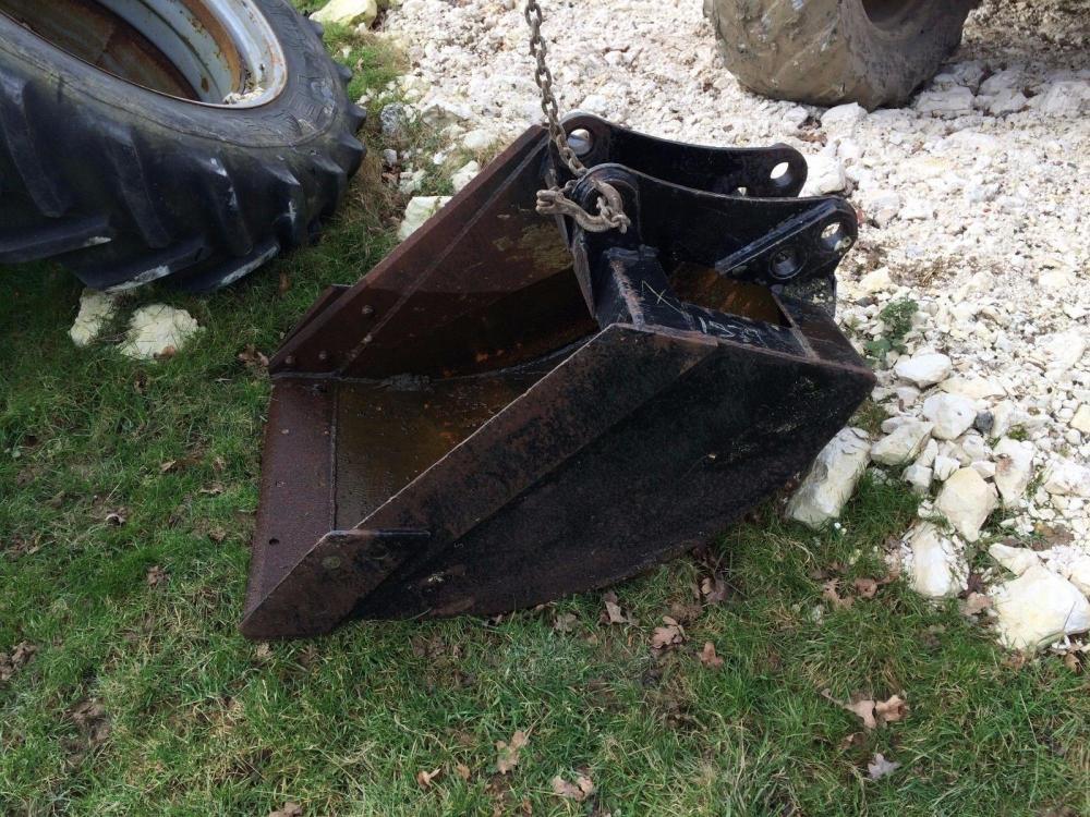 Bucket digging - back hoe £250 plus vat £300