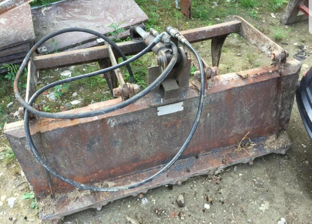 Dung grab bobcat 553 skid steer £650 plus vat £780