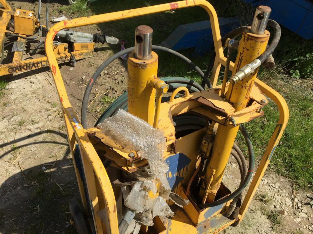 Hydraulic Jacking Set £390 plus vat £468