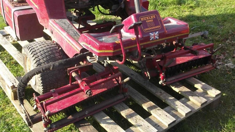 Huxley Diesel ride on mower aerator reel with hydraulic motor