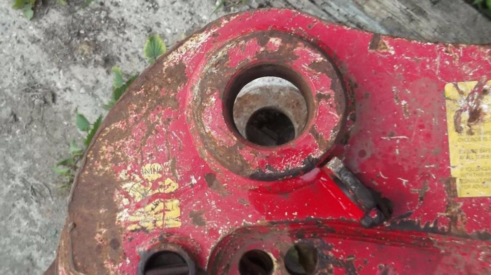 Quick Hitch Hydraulic 80 mm pins £450 plus vat £540