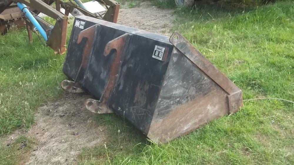 Telehandler bucket 2 metres wide